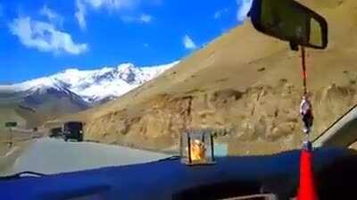 BREAKING – Massive reinforcements by the Indian army to counter Chinese occupation of disputed Ladakh Border sector between China and India.
