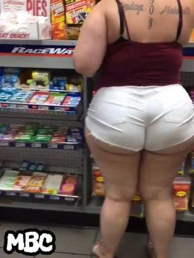 Okay I'll admit it. I got a soft spot for trashy big girls wearing booty shorts in convenience stores.
