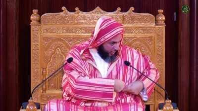 إما أن يكون أكذب بيت قالته العرب أو أشجع بيت قاله شُجاع ...!!