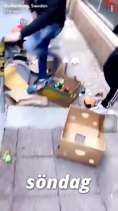 In the Emirate of Sweden , pro jogger lives matter protesters honor the memory of Big Floyd by looting a family possessions from a moving truck 🤣🤣🤣🤣🤣