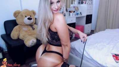 Blonde Camgirl w/ BIG ASS
