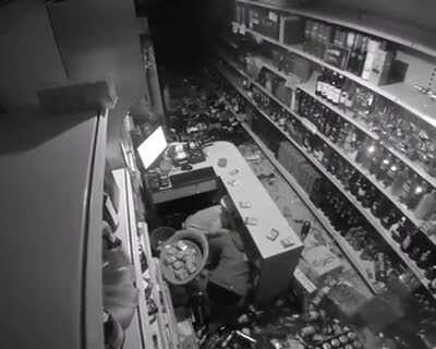 Cashier thinking fast during earthquake