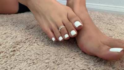 To all the toe lovers, heres a quick 4k vid of my tops/toes 🤪🦶🏼