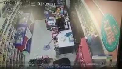 Thief knocked out with beer bottles