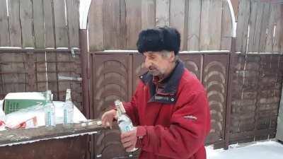 Дед выпил три бутылки водки за раз