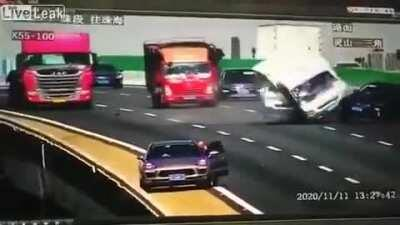Guy leaves a jack on the road instead of a proper warning triangle, with disastrous results