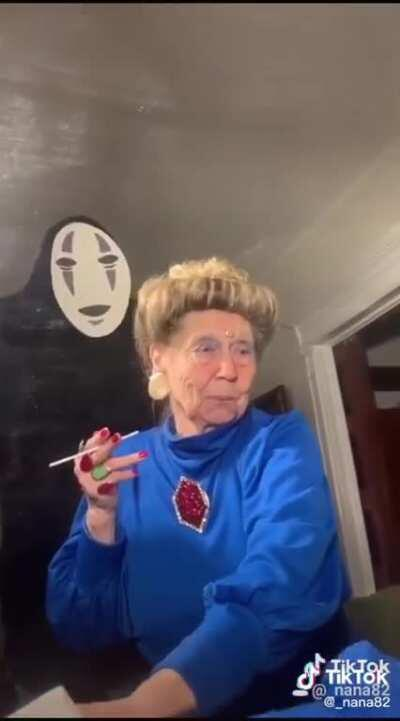This old lady does cosplay tiktoks