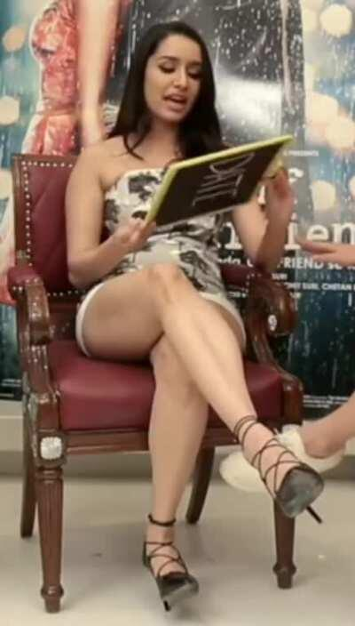 [2k Members] Another 1000 members later and Shraddha Kapoor is still dominating this sub! She's so effortlessly cute & sexy and has the greatest thighs/legs 🔥