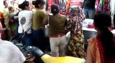 Indian Group fight as one Teen called a women, Auntie