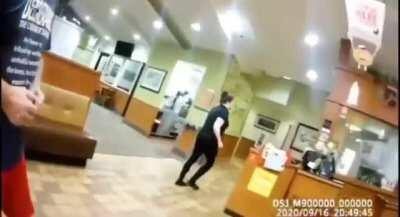 Waitress quits on the spot when anti-maskers walk in and refuse to comply