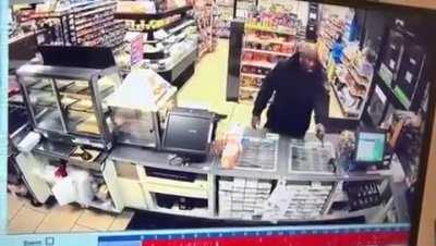 Wcgw robbing a store with a fake gun