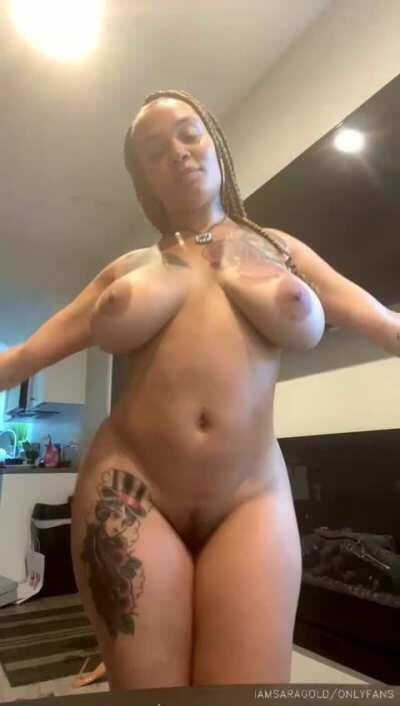 🔥Hot girl moving her delicious huge tits🥵CONTENT IN COMMENTS👇