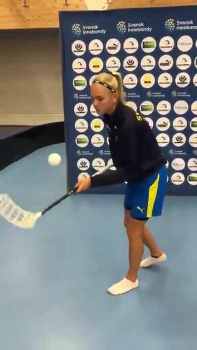 Swedish U19 player Linnea Hammar, insane eye-hand coordination!