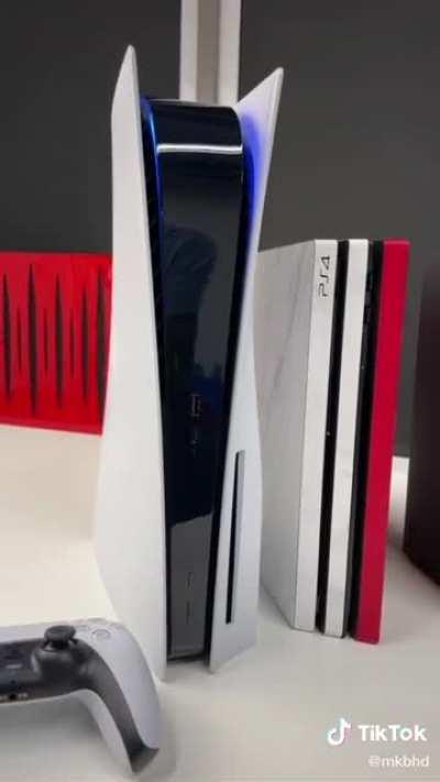 That PS5 T H I C C