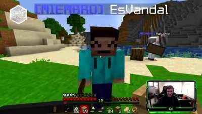 Spanish streamer proceeds to violently teach the fragility of minecraft blocks