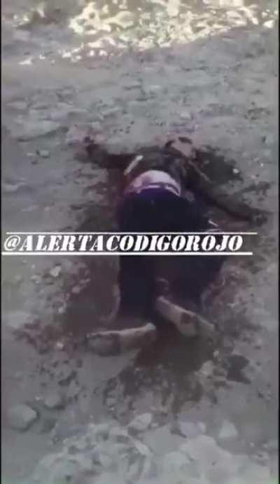 SICARIOS FROM THE SINALOA CARTEL EXECUTE & BURN ALIVE ONE OF THE CJNG IN ZACATECAS