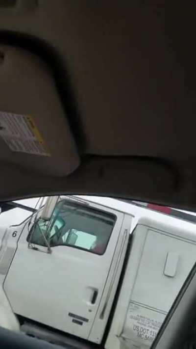 Caught giving road head. Now that's called good manners. Keep on Truckin. The things truck drivers have to deal with. Giving the truck driver a peak [gif]