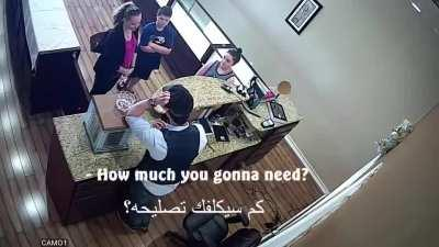 Syrian refugee refuses to buy gold necklace from struggling Texas mother, and gives her cash from his own pockets instead.