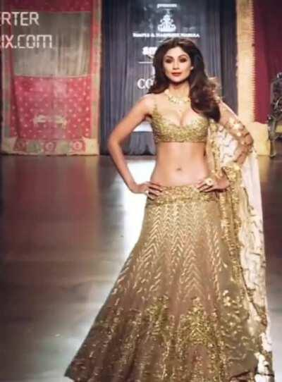 Busty Shilpa Shetty - Imagine her Son's mindset when he realises that, all his classmates are fapping for his Mom 💦