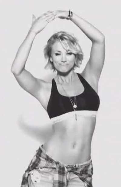 Kaley Cuoco - Perfect Abs.
