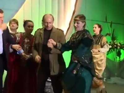 Throwback: drunk George W. Bush dancing to a folk song with V. Putin