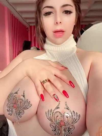 momokun reveal her sweet titts