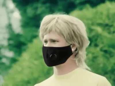 MRW I see someone take off their mask to cough.