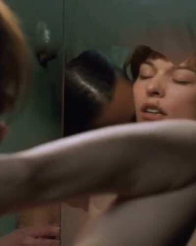 Milla Jovovich and Aisha Tyler in