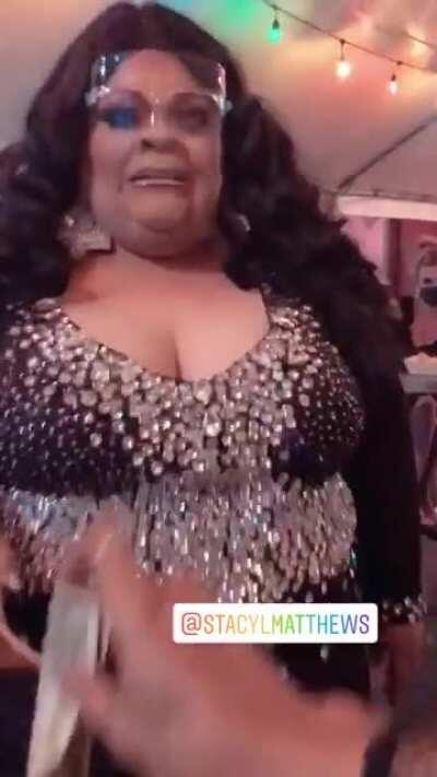 Henny peforming with face shield mask on. We stan a responsible queen.