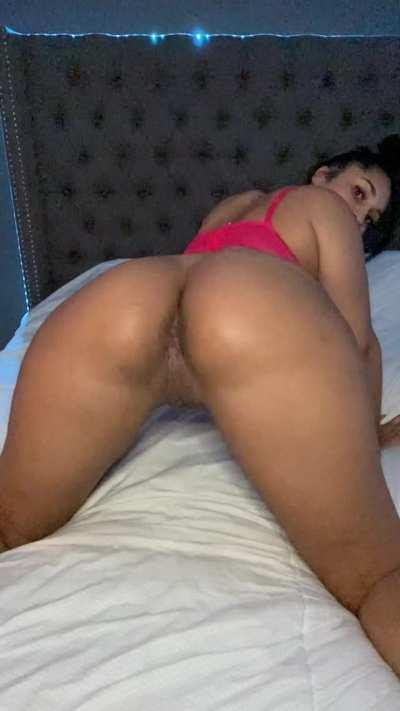 Look at how this ass spreads out. My pussy is so juicy 😍🤤