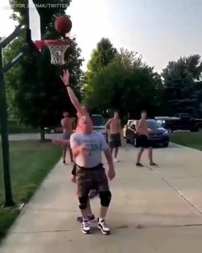 Dad ends son's basketball career in 17 seconds