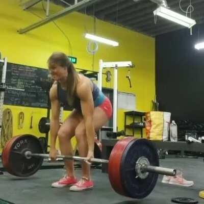 Jessica Buettner deadlifts 468 lbs (212.5 kg) twice [gif]