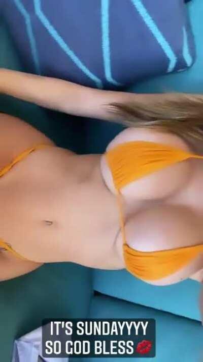 Orange bikini (IG story)