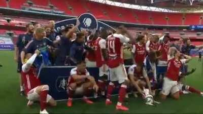 Auba drops the cup