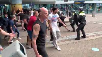 Dutch protesters clashing with police in The Hague - June 21st, 2020