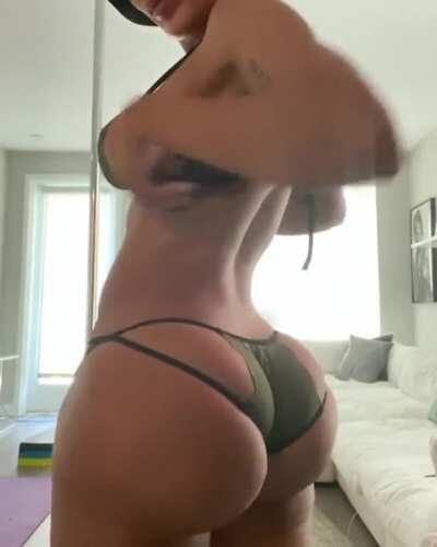 Juicy booty Gabby