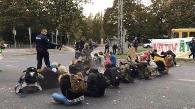 Finnish police pepper spray peaceful underage climate protesters in Helsinki (Oct. 3rd)