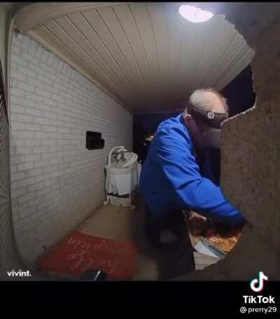 Pizza delivery guy tries to save his mistake