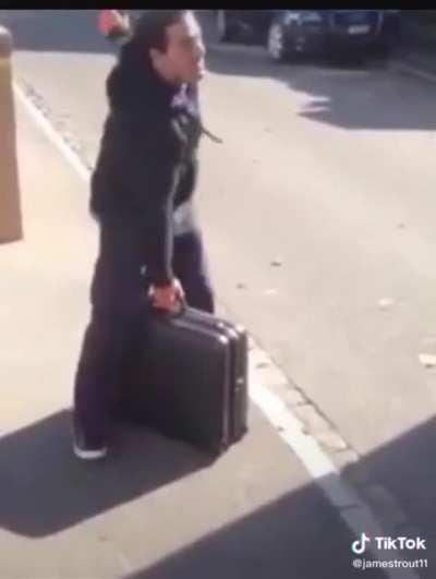 This guy's amazing mime skills