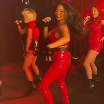 Nicole Scherzinger Red Room 3 GIF by cu3121