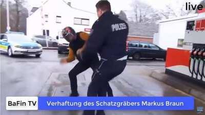 Verhaftung des Schatzgräbers Markus Braun - Echtzeit Aufnahme (BaFin TV)