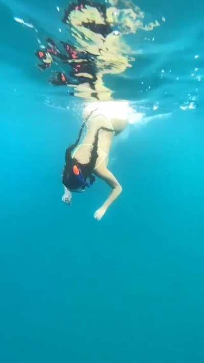 Thick Booty Motion in the Ocean