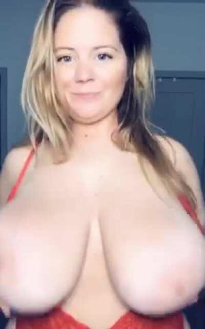 [OC] [GIF] happy huge titty Tuesday 😋
