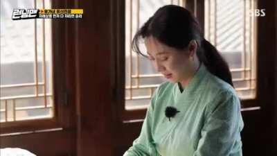 Elegant Ji Hyo gives us just a brief moment of tranquility amid the chaos of the last episode