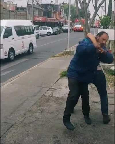 Store owner defeats a master of the Drunken Fist 👊