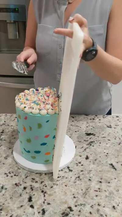 #1 Question I get asked by clients....How do I cut it? This is how I recommend cutting tall cakes. This is not the way everyone does it! Cut how you like, I just find this easiest. It also produces slices for cake lovers and frosting lovers!