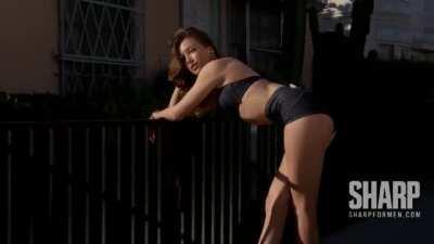 Katie Cassidy sexy body