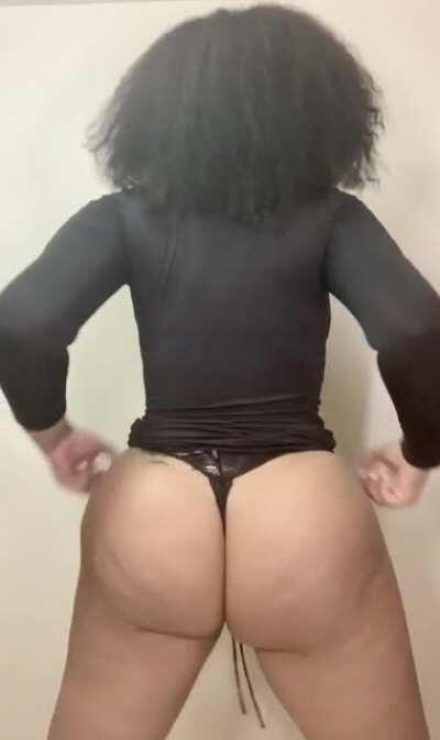 I love when they shake that ass till the dress rolls up🤤🍆