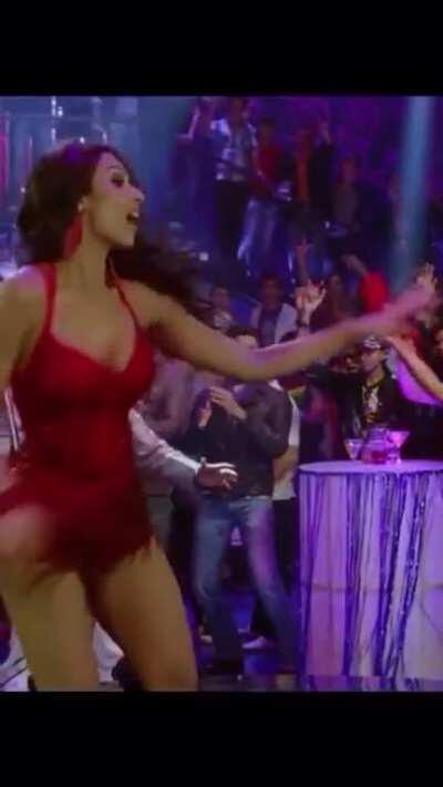 Malaika Arora- Anarkali disco chali (Housefull 2)