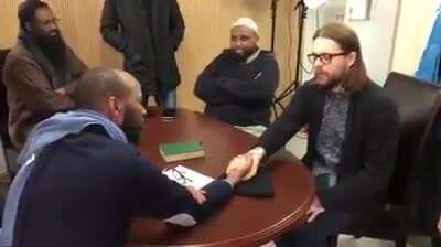 Norwegian atheist weeps as he converts to Islam